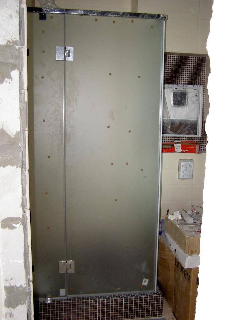 Монтаж стеклянной душевой кабинки