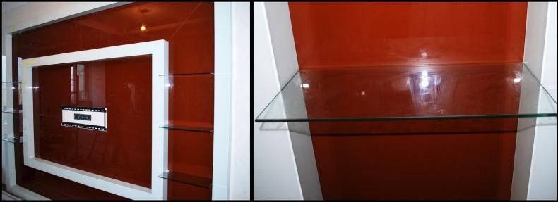 Монтаж стеклянных полок на стеклянной панели под телевизор