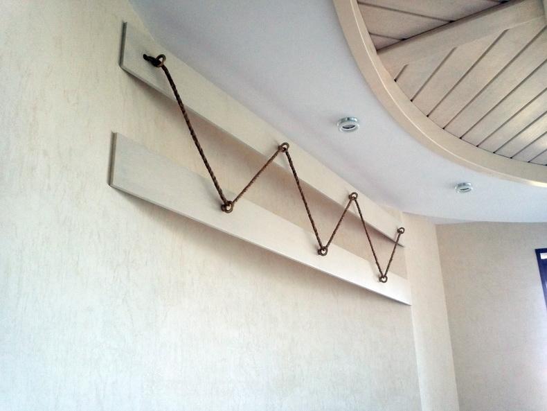Монтаж декоративных элементов в спальне
