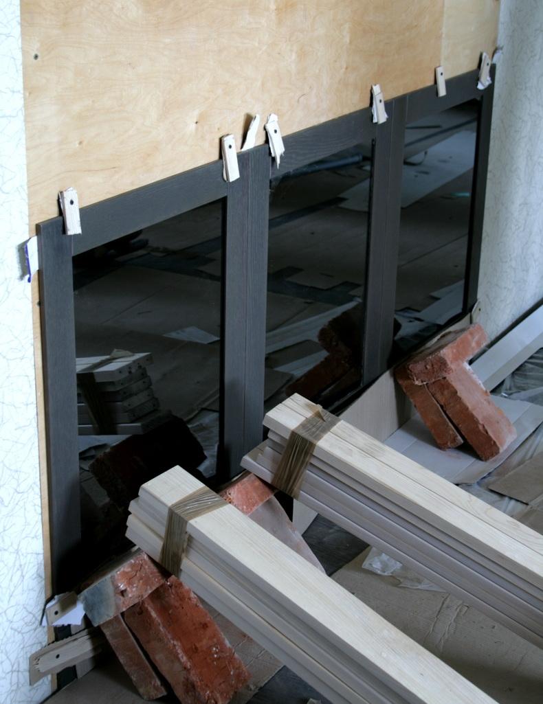 Монтаж декоративной панели в гостиной