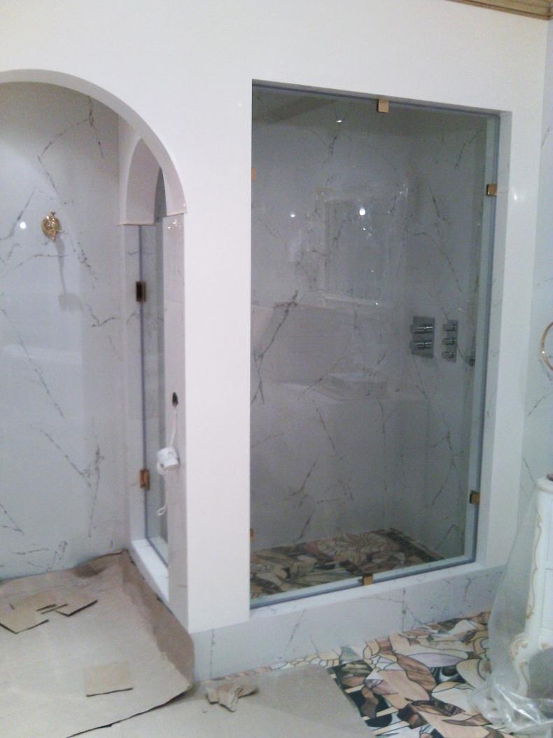 Монтаж конструкций из закаленного стекла