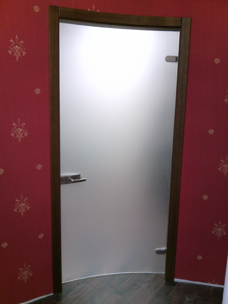 Монтаж радиусных дверей