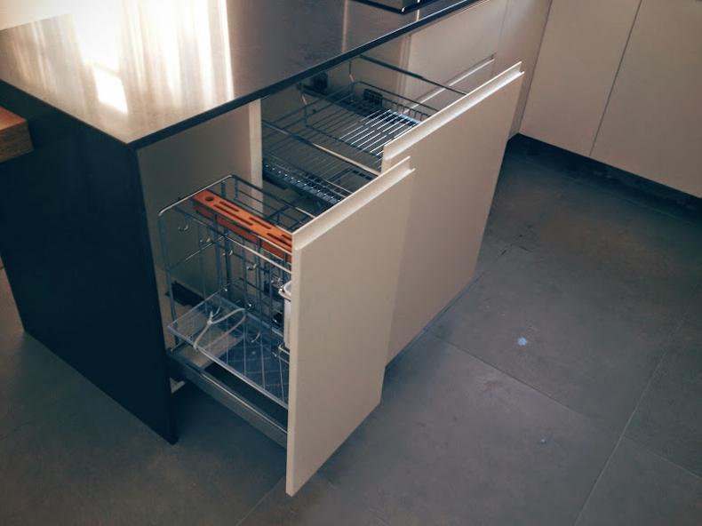 Установка мебельной фурнитуры в корпус кухни