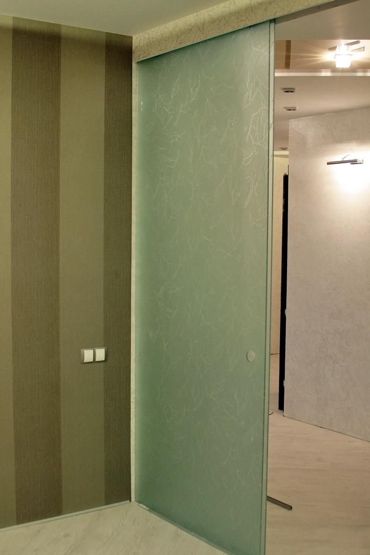 Монтаж раздвижной стеклянной двери
