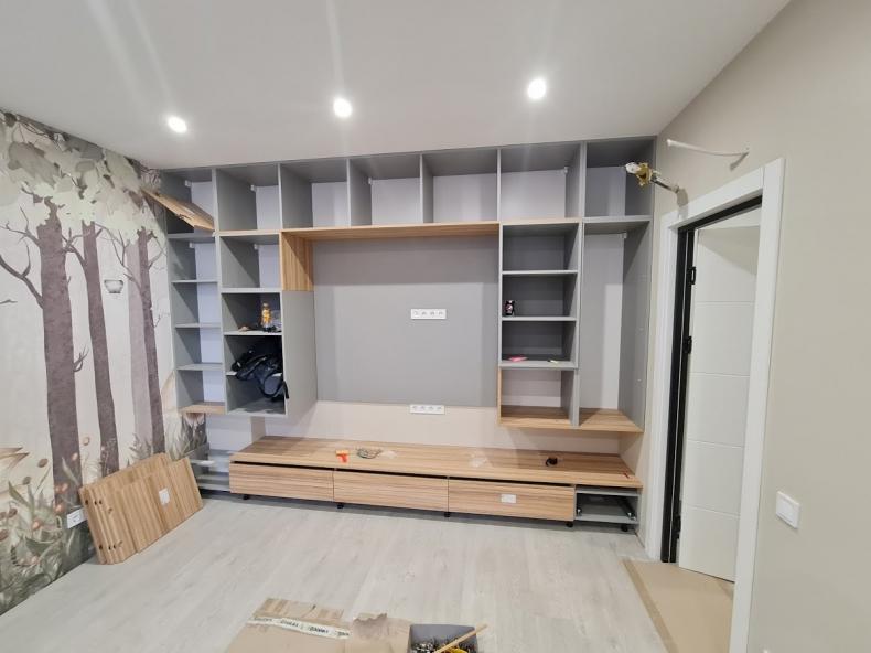 Сборка мебели в игровой комнате
