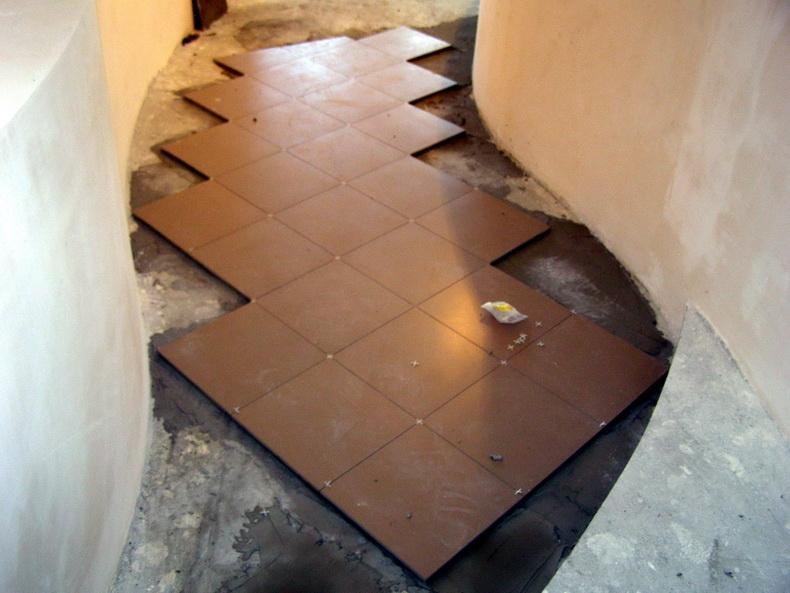 Укладка плитки в прихожей