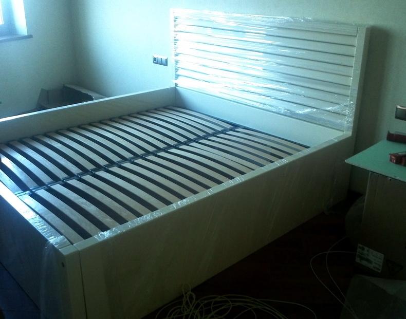 Установка кровати в спальне