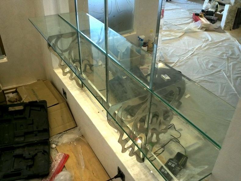 Монтаж консоли из закаленного стекла