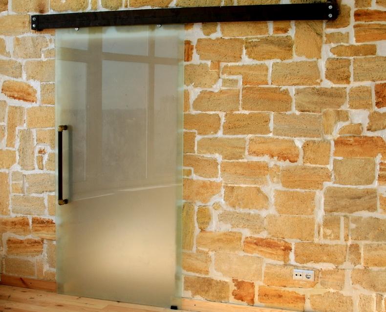 Установка раздвижной двери на объекте