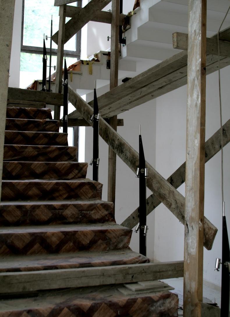 Монтаж стоек для ограждения лестницы