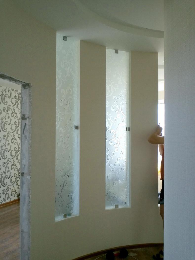 Монтаж конструкции из стекла