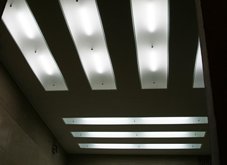 Монтаж световых панелей на потолке