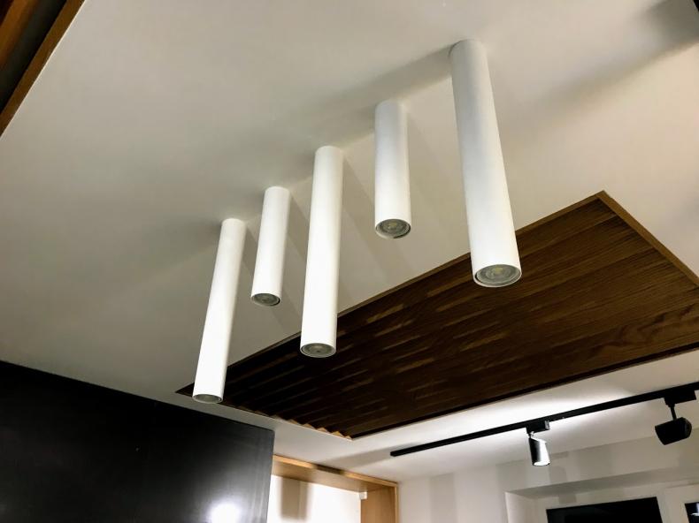 Монтаж накладных потолочных светильников