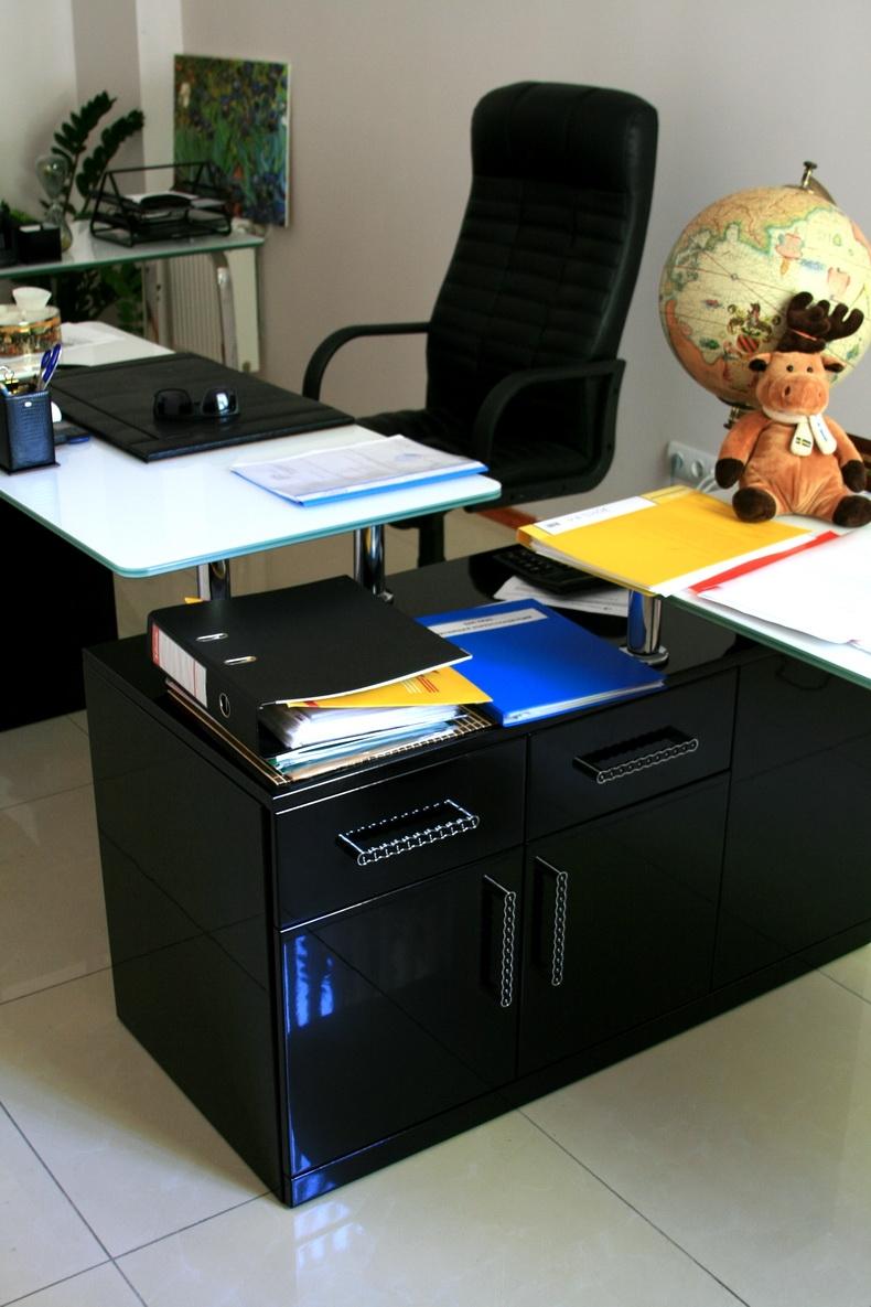 Компьютерный стол из закаленного стекла