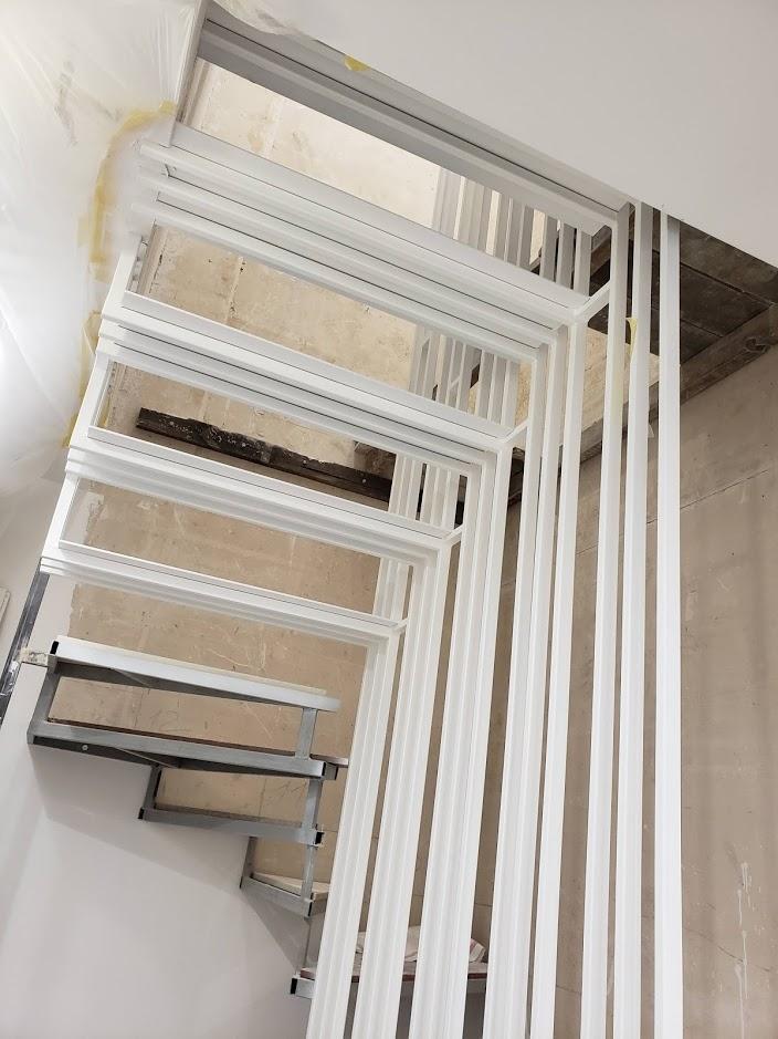 Покраска каркаса лестницы
