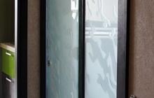 Межкомнатные раздвижные двери из закаленного стекла