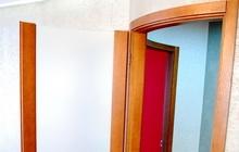 Сложные радиусные двери из закаленного стекла и дерева