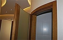 Изготовление радиусных межкомнатных дверей из массива дуба и закаленного безопасного стекла