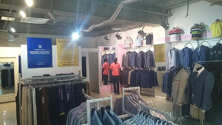 Интерьер магазина женской одежды
